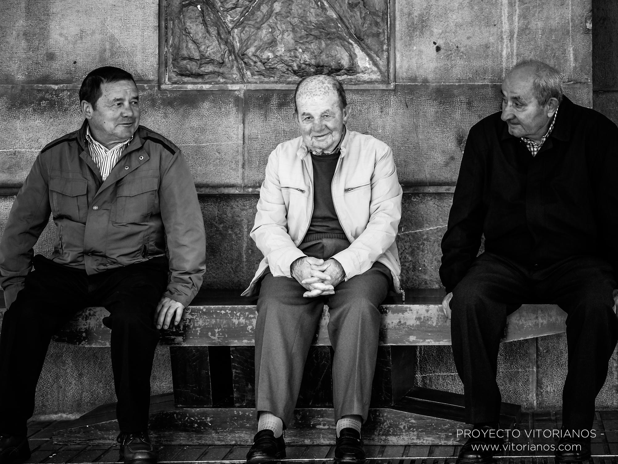 Vitorianos en un banco - Foto: Sandra Sastre