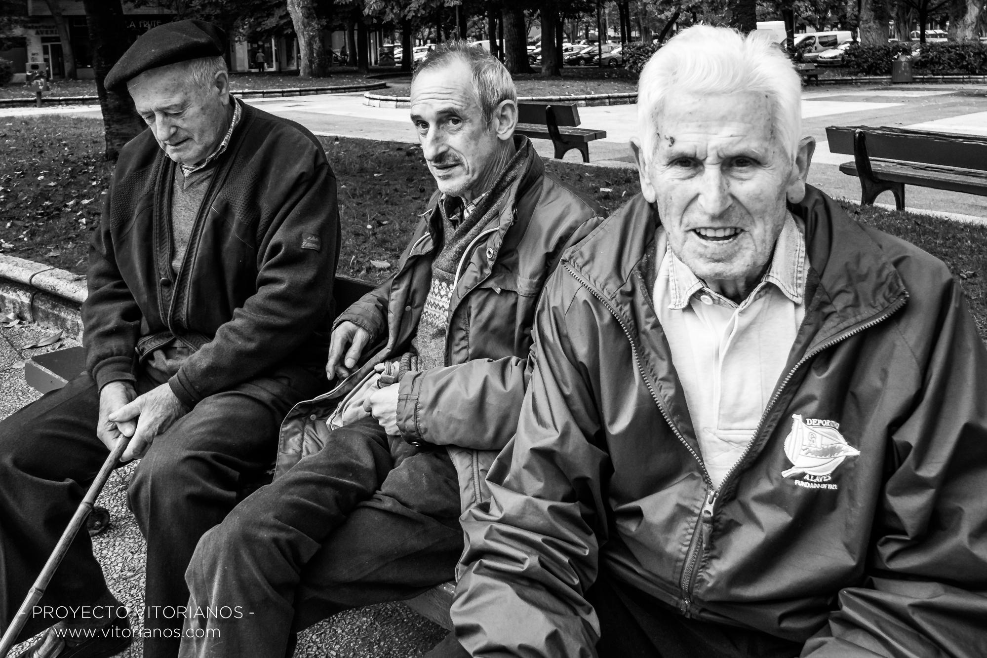 Vitorianos en un banco - Foto: Toñi Pérez