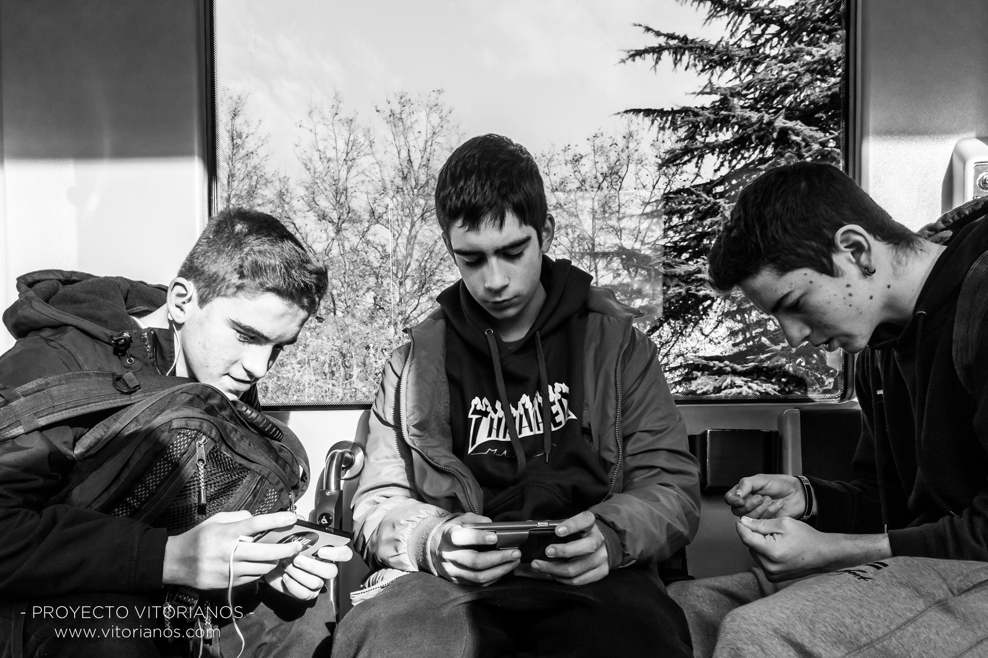 Vitorianos en el tranvía - Foto: Asun Zárate