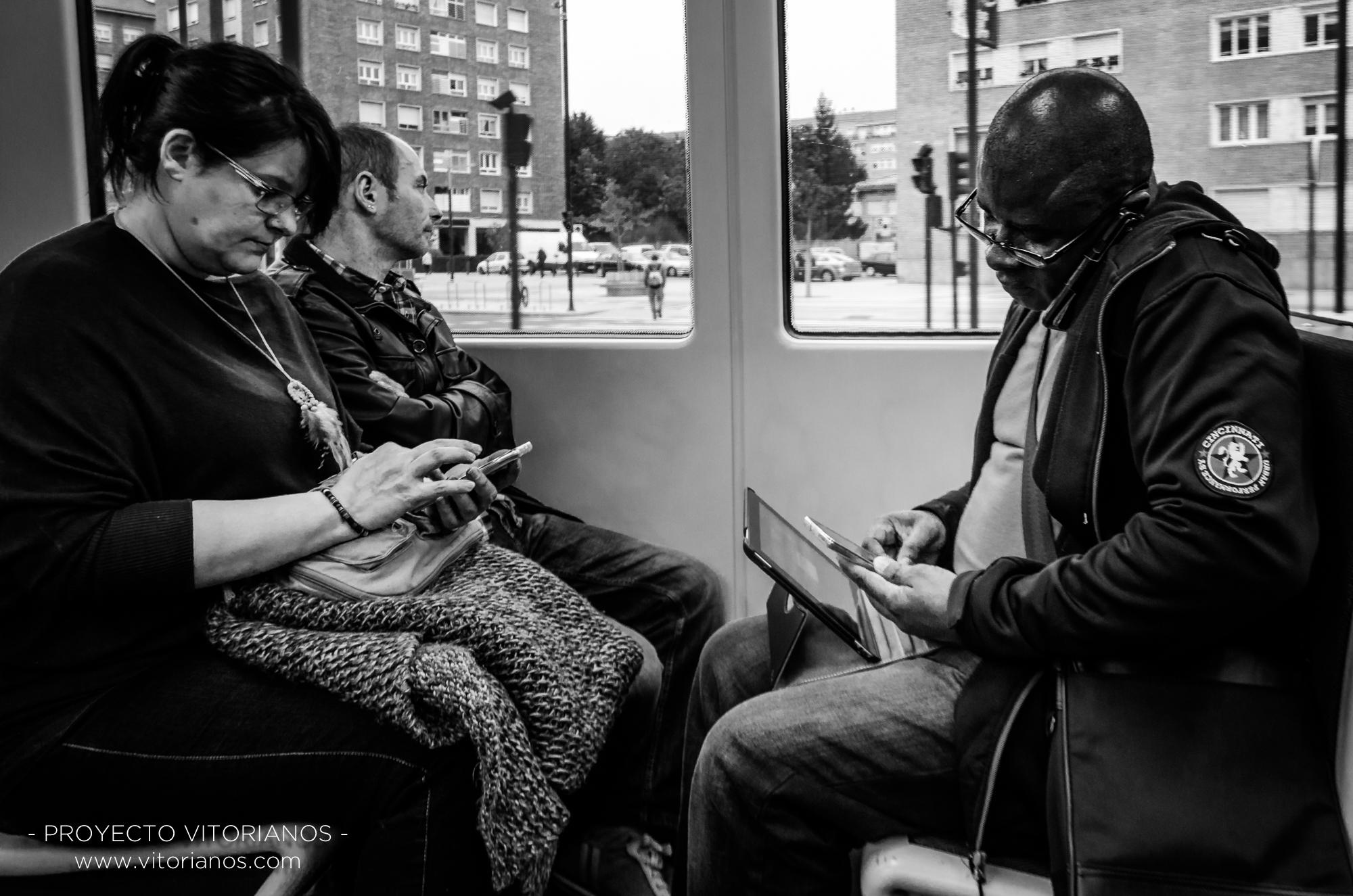 Vitorianos en el tranvía - Foto: Sara Ruiz de Austri