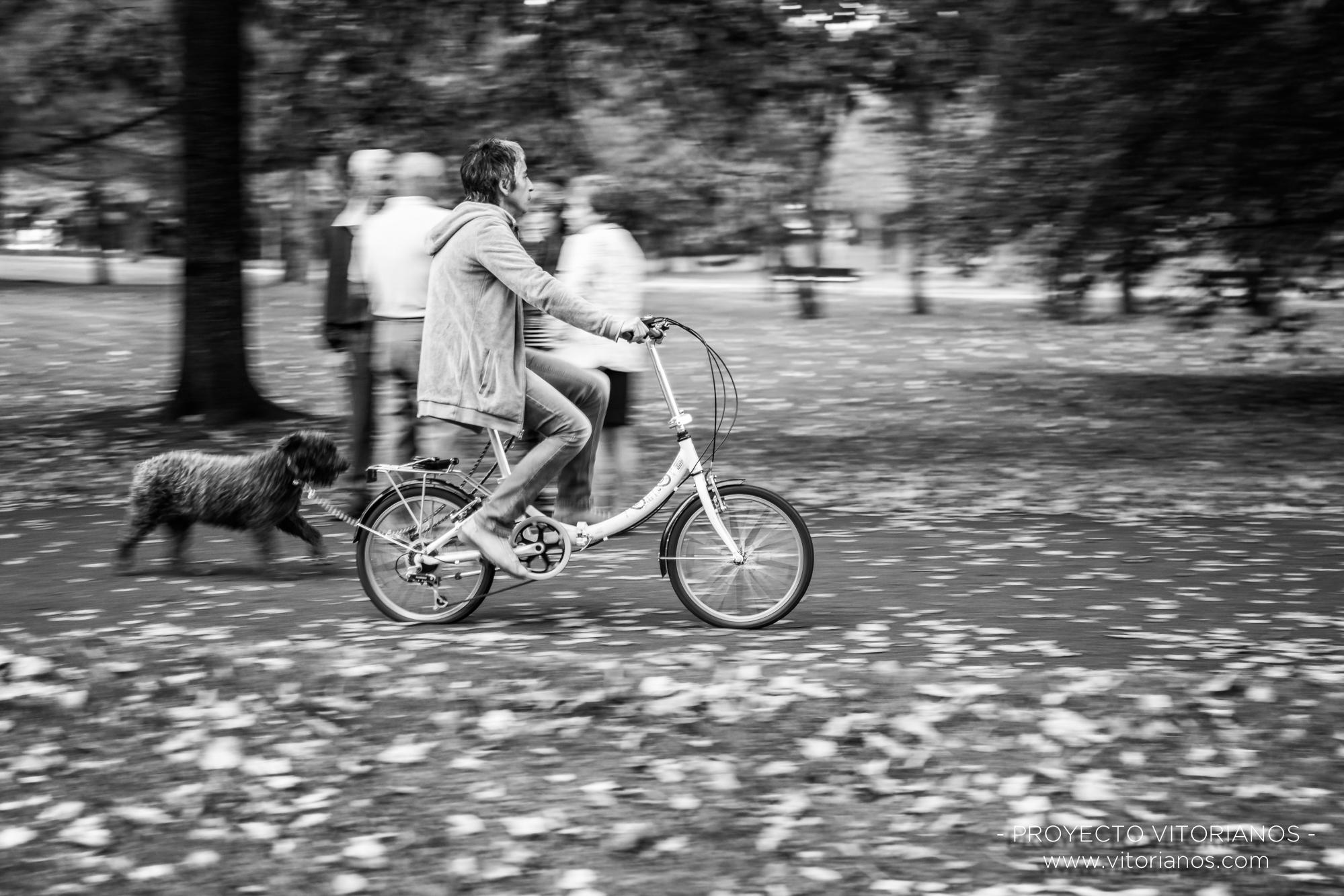 Ciclista en el Parque de Arriaga - Foto: Patri Blanco