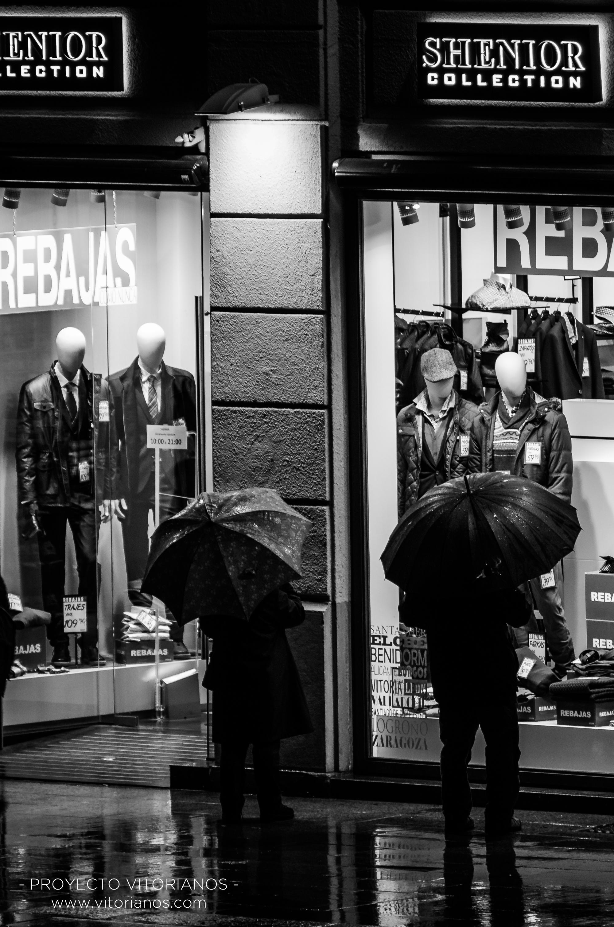 Rebajas en la lluvia - Foto: Ainhoa Valenciano