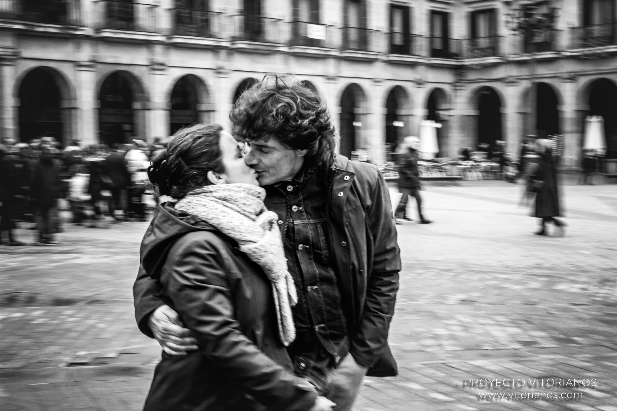 Vitorianos besándose - Foto: Bea Cañas