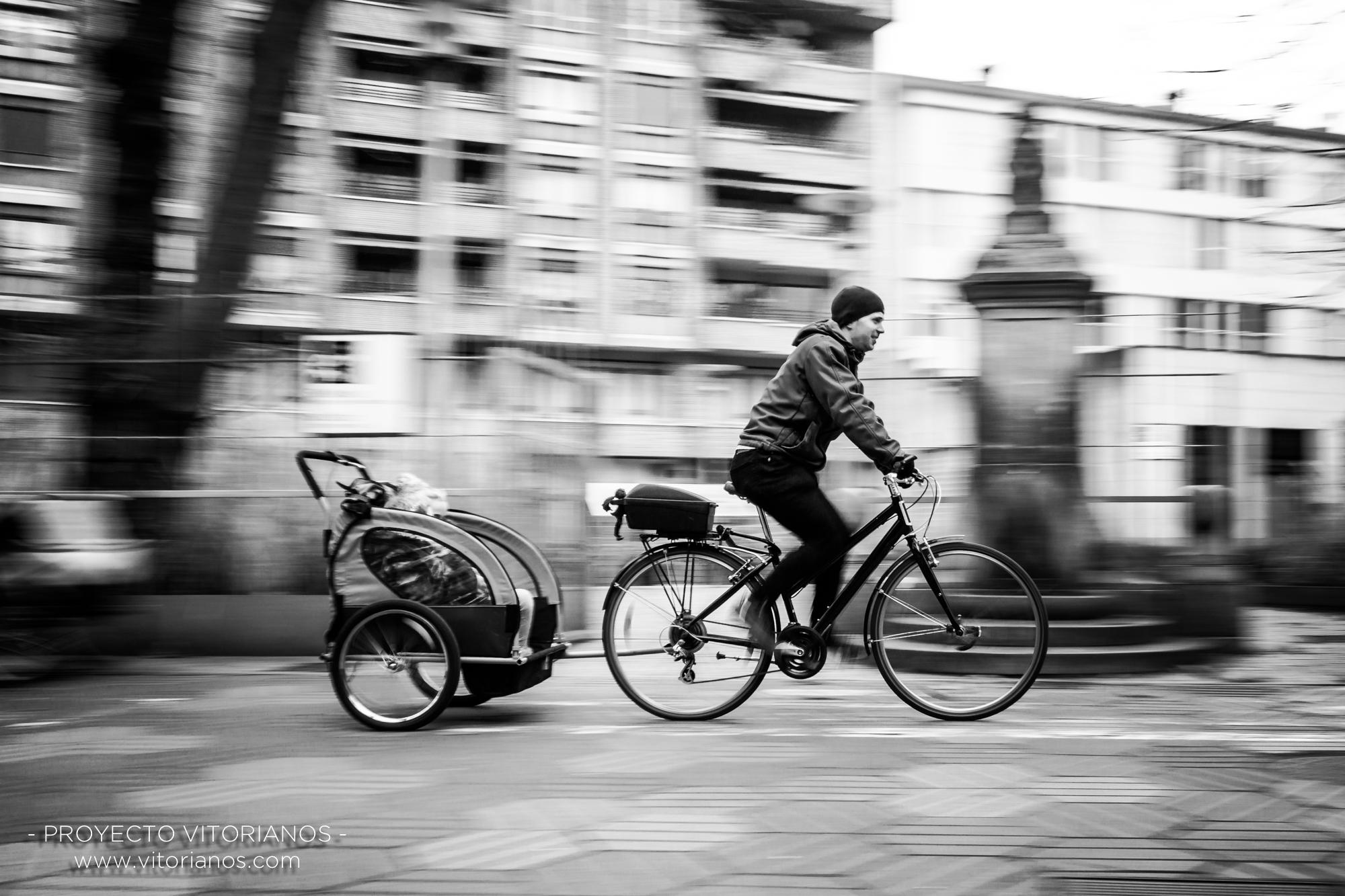 Vitoriano en bici - Foto: Bea Cañas