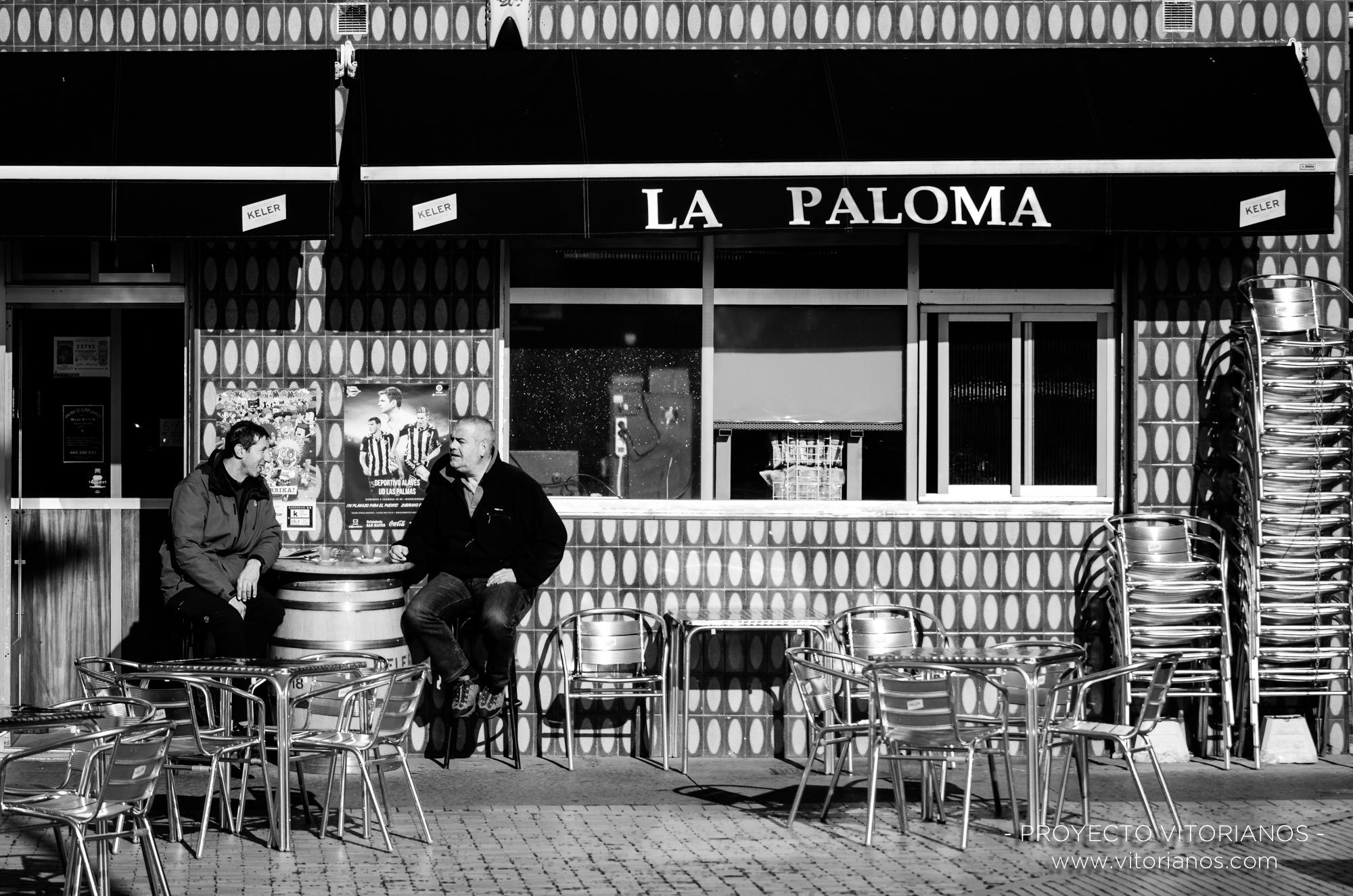 Vitorianos en una terraza - Foto: José Luis Zúñiga