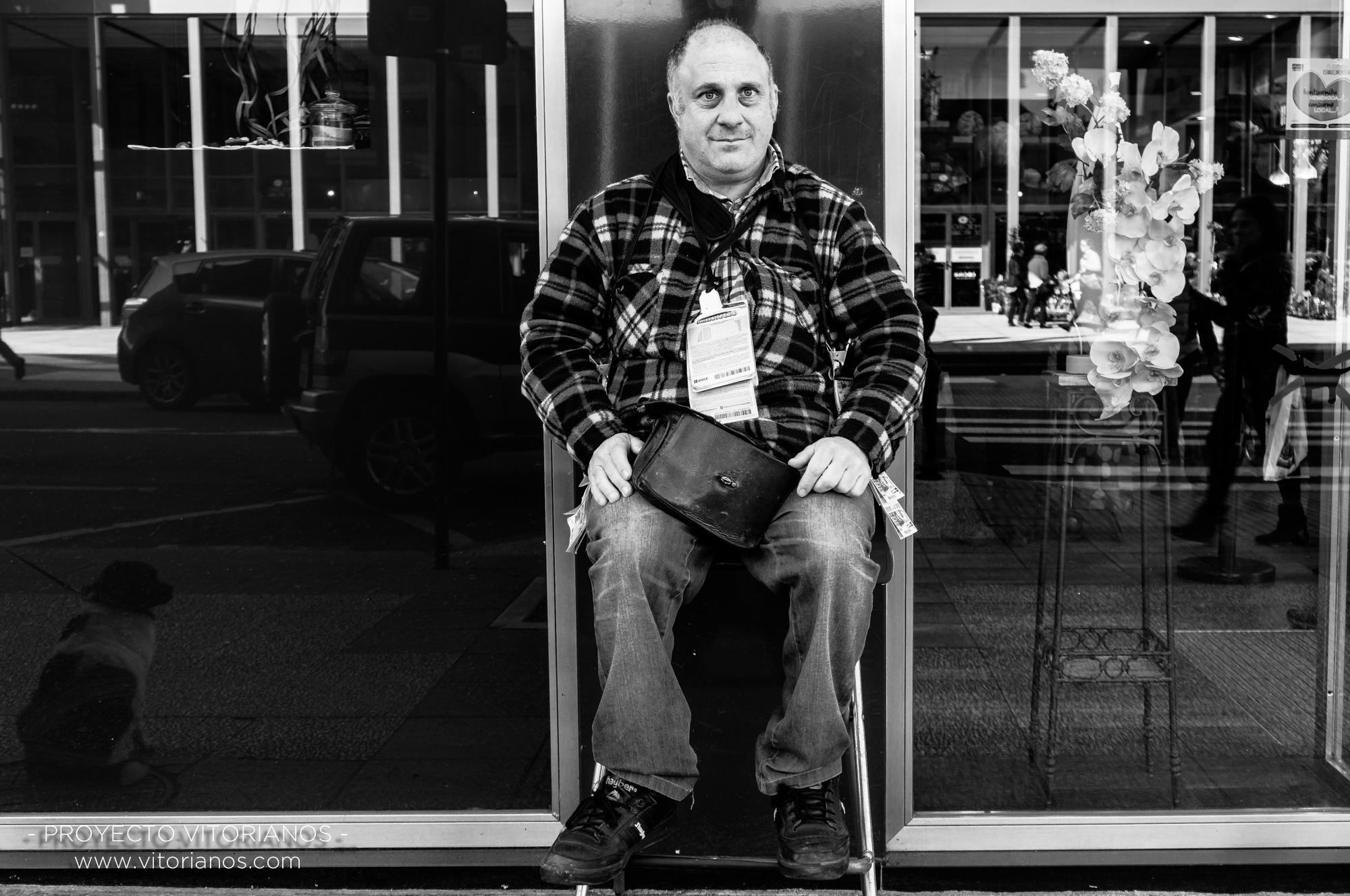 Vendedor de la ONCE - Foto: Manu Moreno