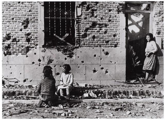 Aparece la única copia de época de la fotografía que Robert Capa tomó en Vallecas