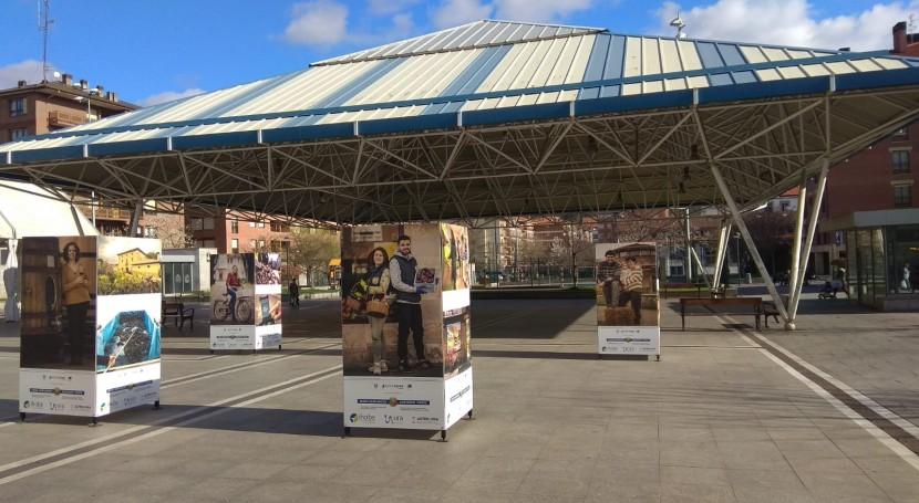 La exposición fotográfica 'Berdearaba Kontzientzia', en la plaza Aldai de Llodio del 15 al 20 de marzo