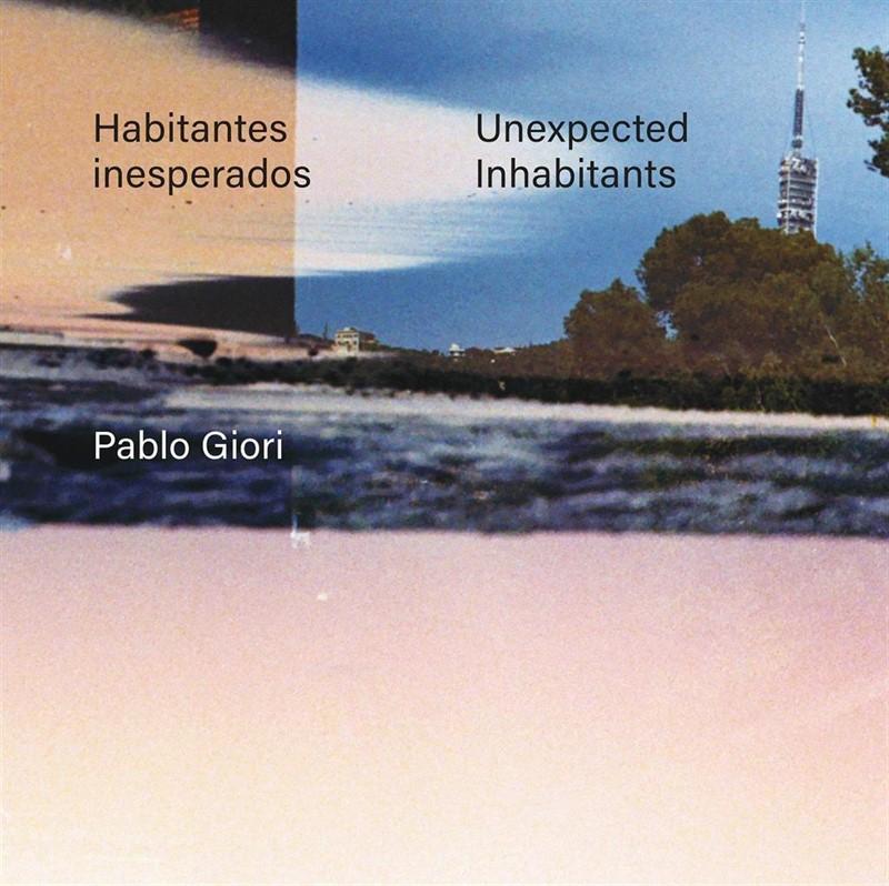 Bilbao y San Sebastián se fusionan con Barcelona en las fotografías analógicas del libro 'Habitantes inesperados'