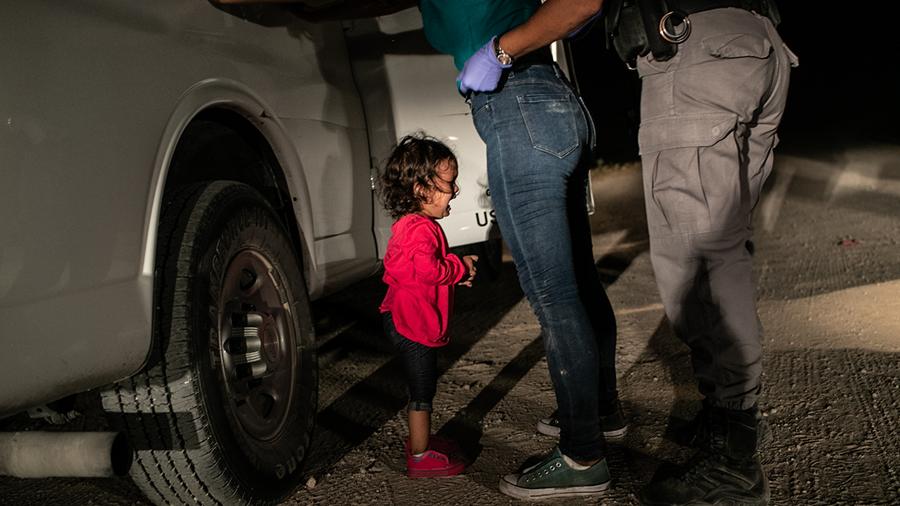 Esta foto gana el World Press Photo porque «informa de lo ocurrido y al mismo tiempo te hace sentir partícipe. Muestra otro tipo de violencia, la psicológica»